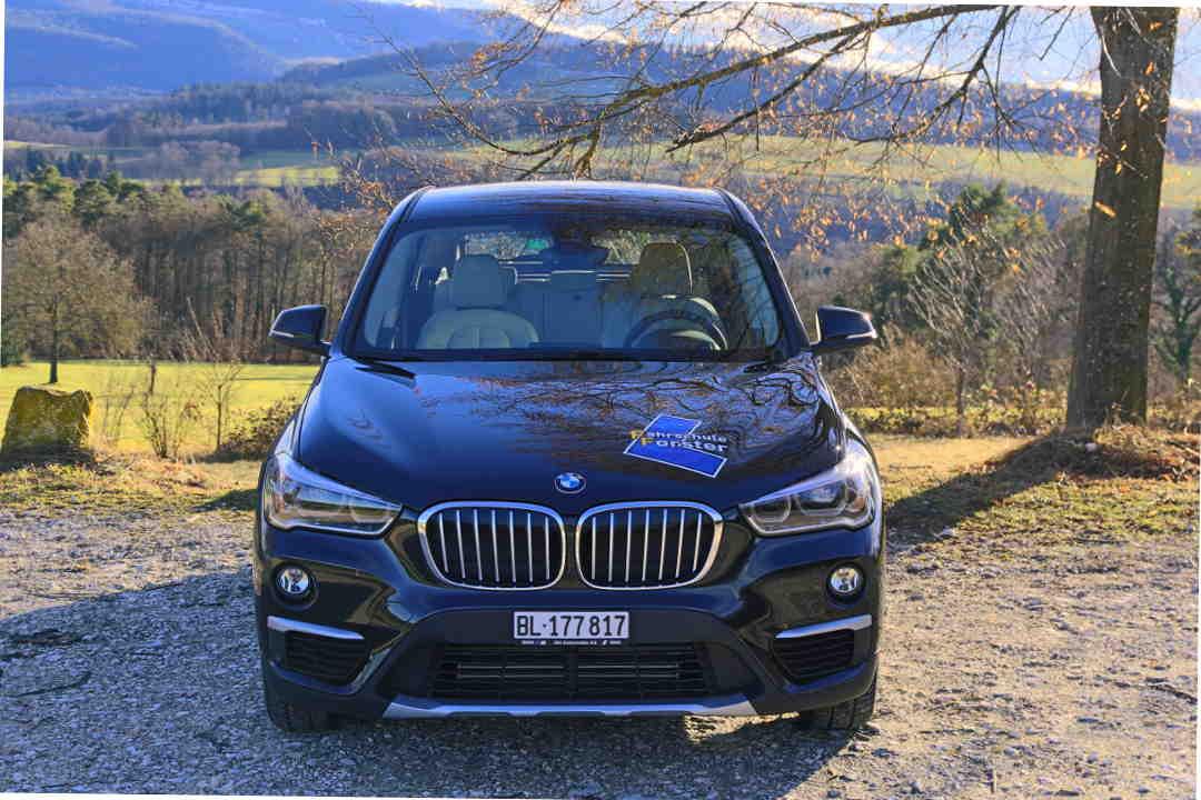Fahrschulauto BMW X1